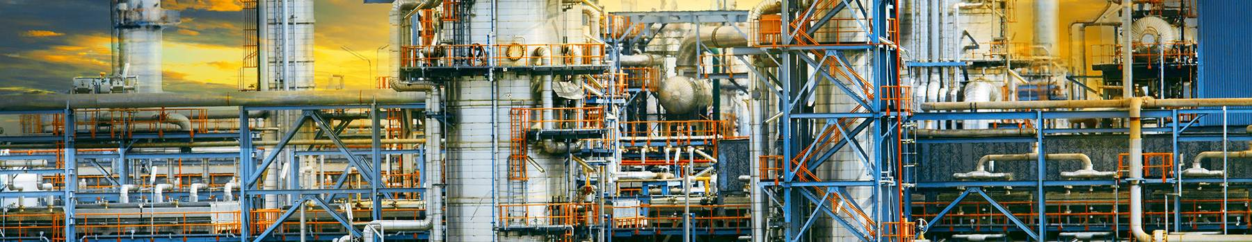 hero-ConstructSim_iSt_47958012_XL_exterior-structure-of-oil-refinery-plant-in-industry-estate