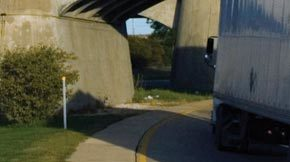 stub-iSt_4282336_L_truck-going-under-the-bridge_SUPERLOAD-Bridge-Analysis