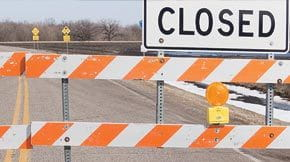 stub-iSt_9113782_XL_road-closed-signs-and-obstruction_SUPERLOAD-restriction-manager