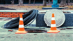 stub-telecommunications-iSt_62071046_L_open-manhole-with-few-cables